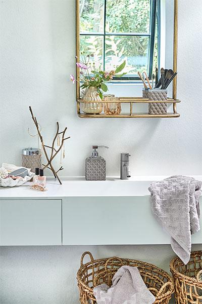 Wholesaler of bath towels - Lene Bjerre