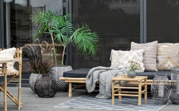 Mandisa daybed, fine cushions and outdoor flowerpots