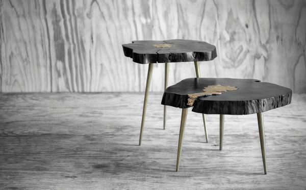 Rustikaler schwarzer Beistelltisch aus Holz mit Goldeffekten