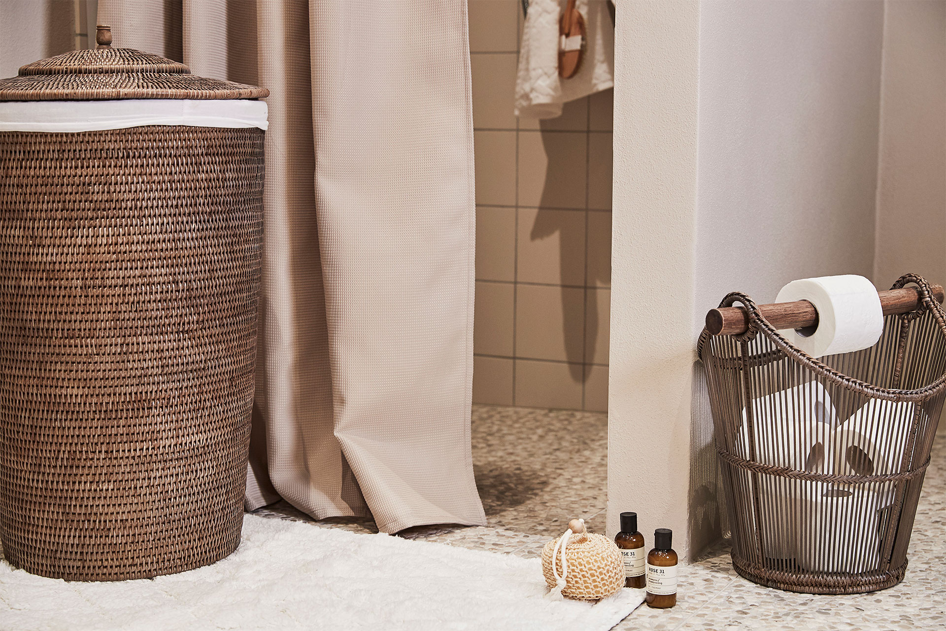 Add texture and warmth to your bathroom with rattan home accessories - Lene Bjerre