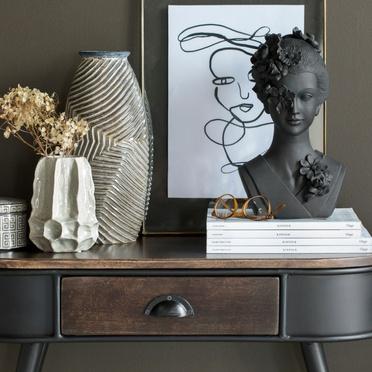 Japandi inspirierte Designprodukte in Brauntönen