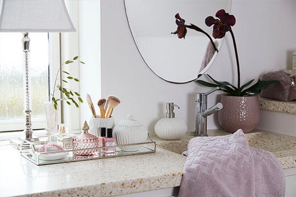 Comfortable bathroom accessories and OEKO-TEX towels - Lene Bjerre