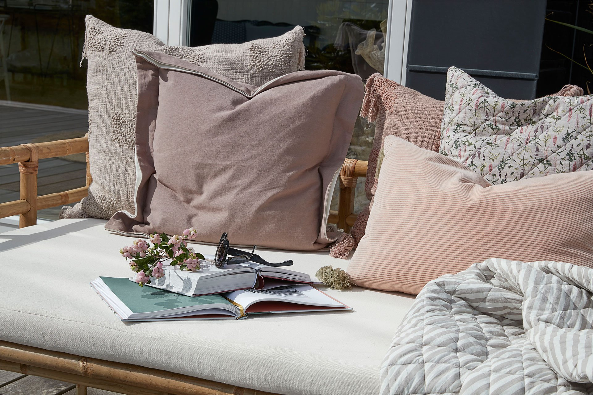 Soft decorative cushions for your daybed - Lene Bjerre