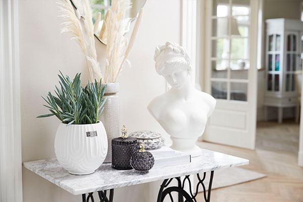 Scandinavian wholesaler of ceramic flower pots - Lene Bjerre