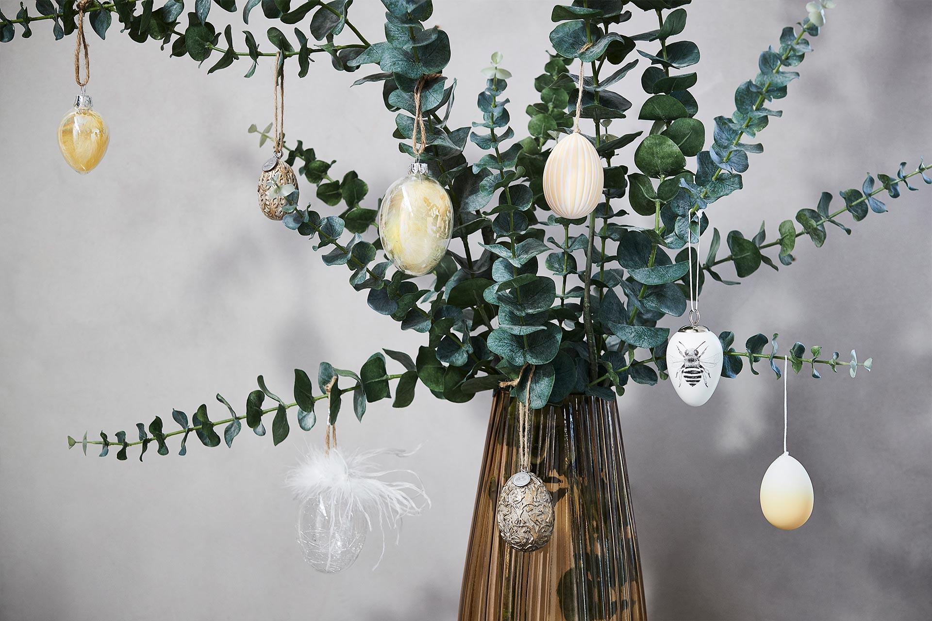 Oster Ornamente in einer Glasvase